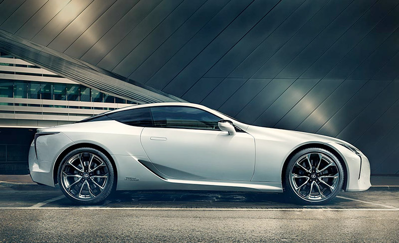 Nuova LC colore bianco F Sport
